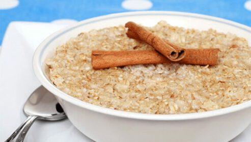 Oatmeal with cinnamon:
